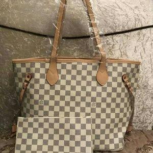 Louis Vuitton bag not auth
